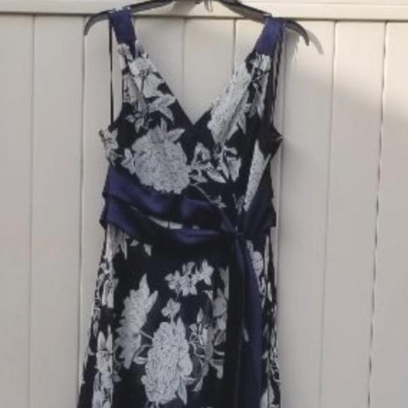 Jones Wear Dresses & Skirts - Jones Wear Dress navy blue, cream floral SZ 14